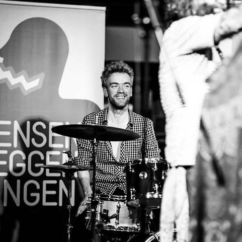 Lars van der Weiden - drums